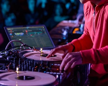 Are Deejays a Dying Breed?
