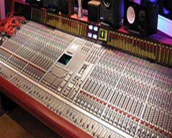 Should You Use A Recording Studio?